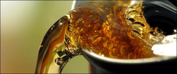 Наливаем мед утром в чашку