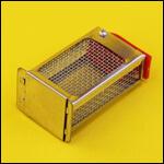 Клеточка для матки металлическая с кормовым отделением (клеточка Титова) фото
