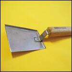 Скребок - лопатка (оцинковка с деревянной ручкой) фото