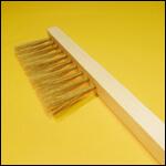 Щетка - сметка однорядная (натуральный ворс, длинная ручка, Россия) фото
